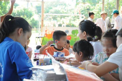 "tre nhiem hiv den truong: ""hoc chung"" nhung phai day rieng - 1"