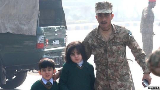pakistan: taliban vay truong hoc, ban chet hon 100 hoc sinh - 2
