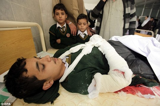 vu tan cong truong hoc pakistan: kinh hai va hoang loan - 1