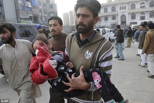 vu tan cong truong hoc pakistan: kinh hai va hoang loan - 2