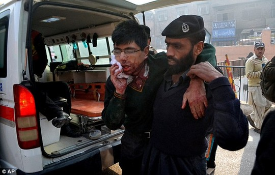 vu tan cong truong hoc pakistan: kinh hai va hoang loan - 3