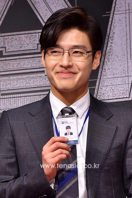 """kim soo hyun, lee min ho toi """"ung ho"""" kim woo bin - 12"""