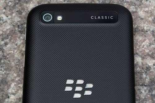 blackberry classic, phien ban tien nhiem mang nhieu hoai co - 1