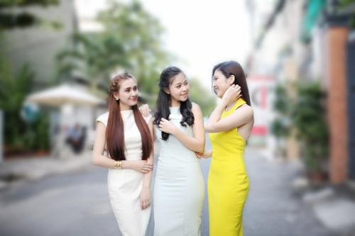 dien ao khong tay khoe ca tinh voi guong mat thoi trang - 1