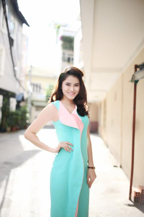 dien ao khong tay khoe ca tinh voi guong mat thoi trang - 12