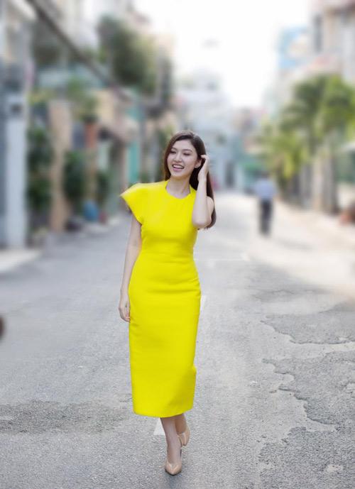 dien ao khong tay khoe ca tinh voi guong mat thoi trang - 13