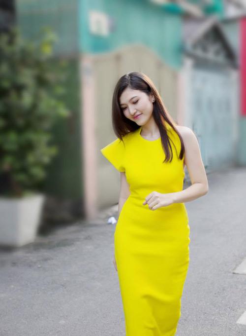dien ao khong tay khoe ca tinh voi guong mat thoi trang - 2