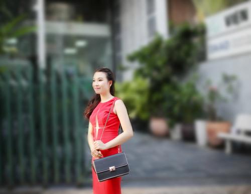 dien ao khong tay khoe ca tinh voi guong mat thoi trang - 3