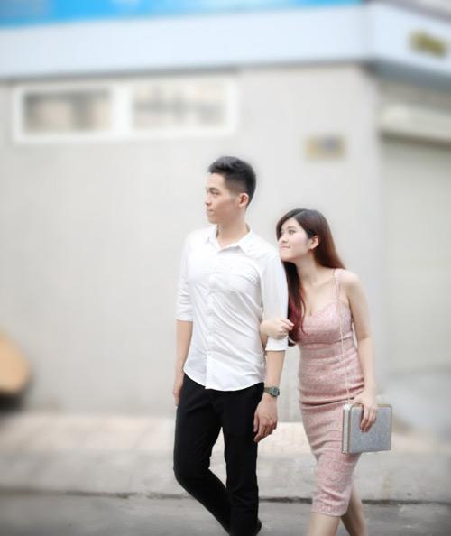 dien ao khong tay khoe ca tinh voi guong mat thoi trang - 4