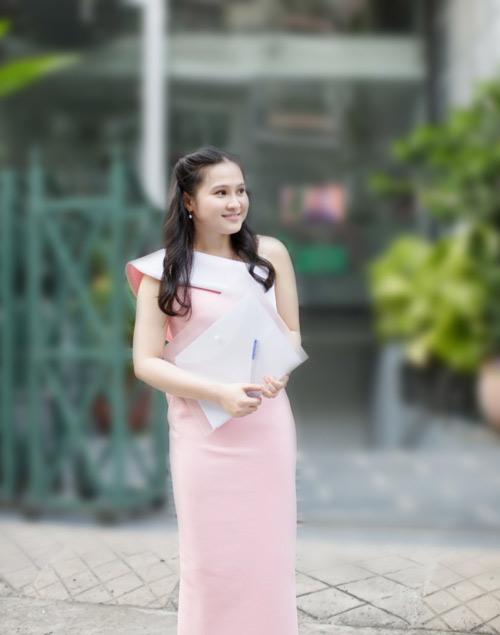 dien ao khong tay khoe ca tinh voi guong mat thoi trang - 7