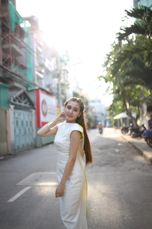 dien ao khong tay khoe ca tinh voi guong mat thoi trang - 8