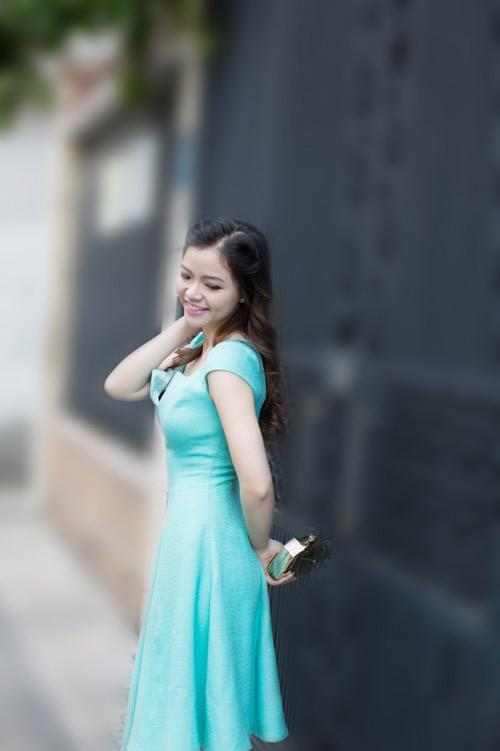 dien ao khong tay khoe ca tinh voi guong mat thoi trang - 9