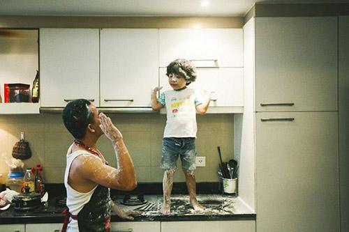 """Bộ ảnh """"Cha nào con nấy"""" tuyệt đẹp của ông bố Sài Gòn và con trai - 13"""