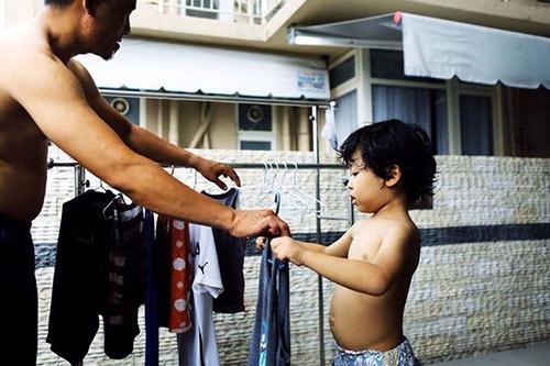 """Bộ ảnh """"Cha nào con nấy"""" tuyệt đẹp của ông bố Sài Gòn và con trai - 9"""