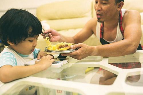 """Bộ ảnh """"Cha nào con nấy"""" tuyệt đẹp của ông bố Sài Gòn và con trai - 14"""