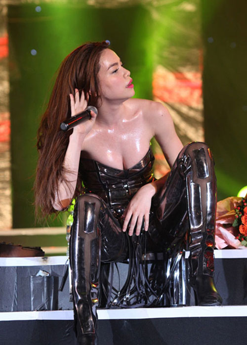san khau nam 2014 bung chay vi 4 my nhan sexy - 9
