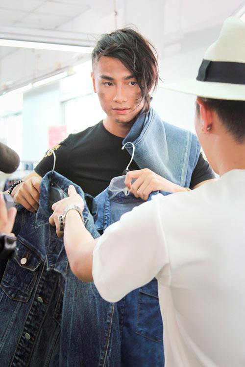 thi sinh next top bui bam tai xuong quan jeans - 3