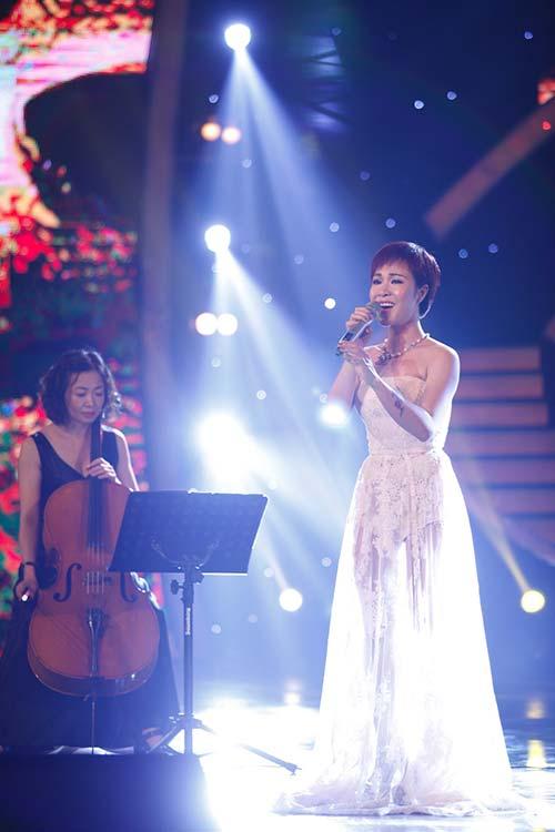 """uyen linh """"tai xuat"""" khan gia truyen hinh tren san khau got talent - 2"""