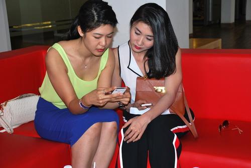 truong the vinh khoe ban gai lam phi cong - 12