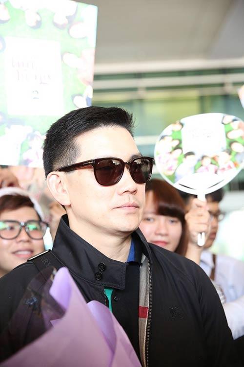 "cap sao ""trai tim be bong"" dep hut hon tai san bay - 6"
