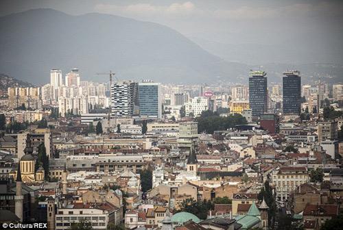 bosnia: 7 nu sinh cap 2 dinh bau sau chuyen da ngoai - 1