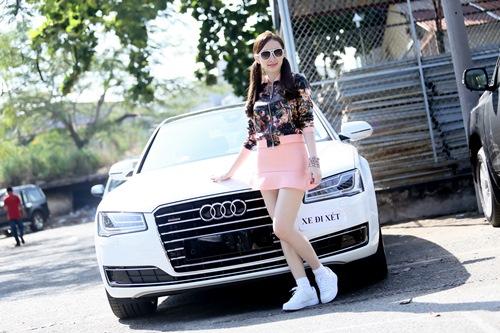 angela phuong trinh sam xe may tang me dip noel - 2