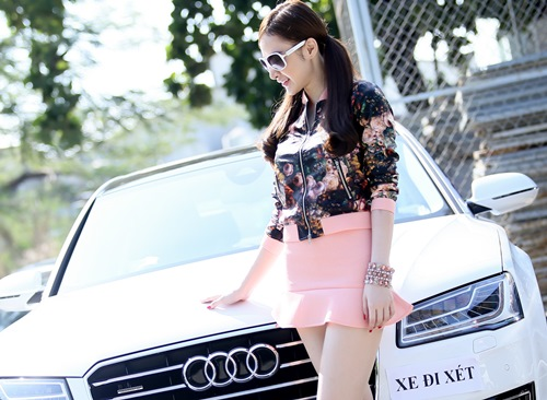 angela phuong trinh sam xe may tang me dip noel - 3