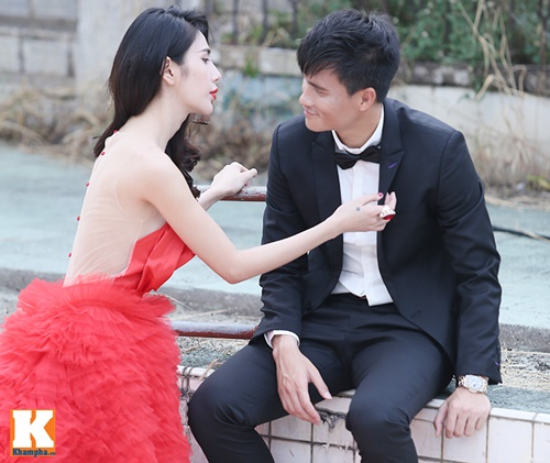 thuy tien dien vay cuoi nua ty dong chup anh voi cong vinh - 16