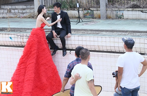 thuy tien dien vay cuoi nua ty dong chup anh voi cong vinh - 17