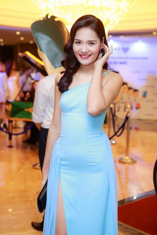 hh huong giang mac vay xe khoe chan dai bat tan - 3