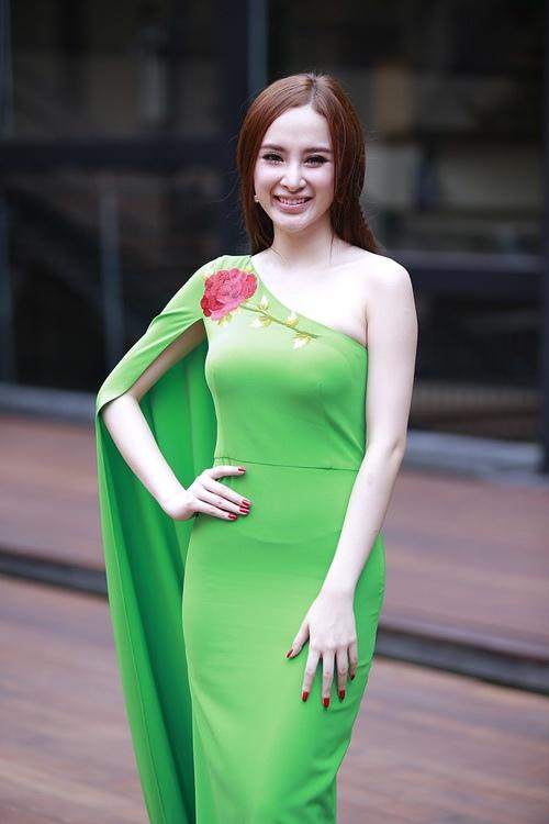 """angela phuong trinh noi bat nho mot """"nu hoang"""" - 1"""