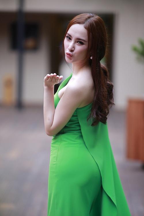 """angela phuong trinh noi bat nho mot """"nu hoang"""" - 4"""