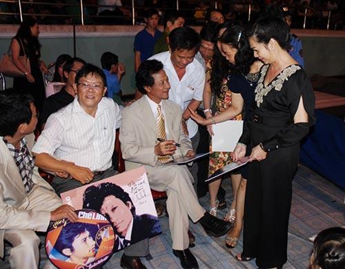 che linh quy tren san khau ky tang fan o tien giang - 12