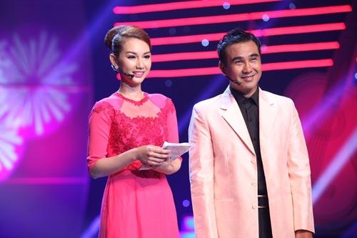 hoa hau huong giang lan dau dan con gai di su kien - 12