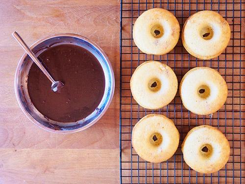 ngat ngay voi banh donut chuoi phu chocolate - 8