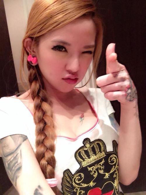 hot girl xam tro quyen ru gay xon xao dan mang chau a - 9