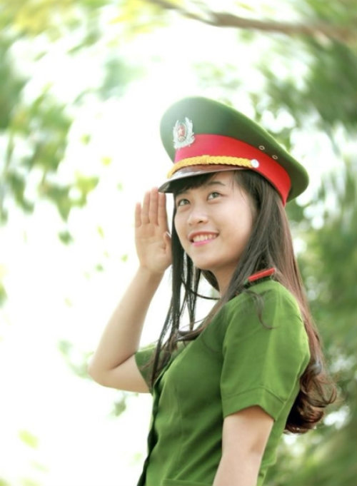 nhung nu sinh canh sat lam chao dao cong dong mang 2014 - 2