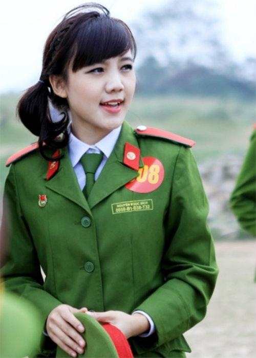 nhung nu sinh canh sat lam chao dao cong dong mang 2014 - 10