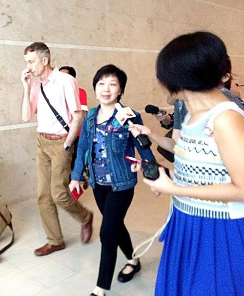 chum anh: than nhan hanh khach qz8501 khoc nac ngong tin - 6