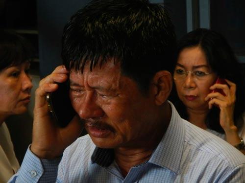 chum anh: than nhan hanh khach qz8501 khoc nac ngong tin - 8