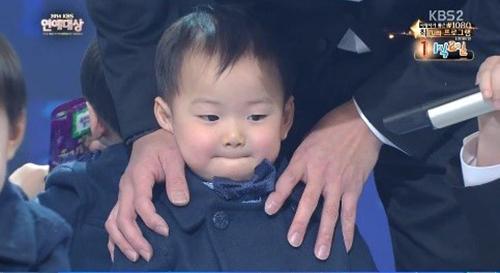 "cap sinh ba nha ""ju-mong"" nao loan le trao giai - 5"