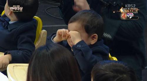 "cap sinh ba nha ""ju-mong"" nao loan le trao giai - 11"