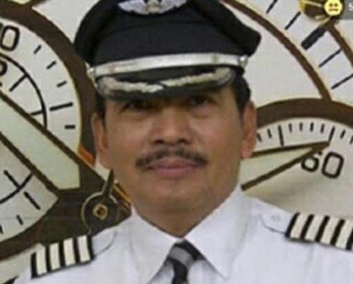 nguoi dan noi co truong qz8501 song cau nguyen ca dem - 2