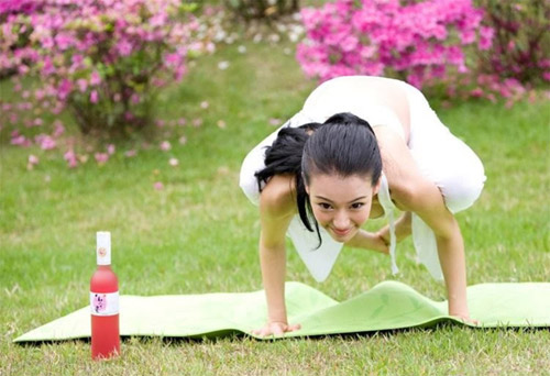 kho roi mat truoc ve nong bong cua nu hoang yoga chau a - 9