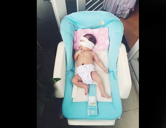 Ở tuổi 46, nam ca sĩ Lý Hải không giấu được niềm hạnh phúc khi bà xã Minh Hà vừa hạ sinh đứa con thứ 3. Cô công chúa nhỏ nhà Lý Hải Minh Hà tuy mới được 9 ngày tuổi nhưng độ 'hot' đã không thua kém anh trai Rio và chị Cherry.