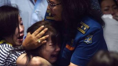 than nhan hanh khach qz8501 ngat xiu khi nhan hung tin - 8