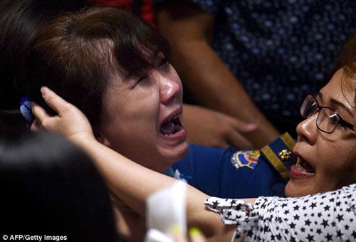 dam nuoc mat cau chuyen ve hanh khach qz8501 - 3