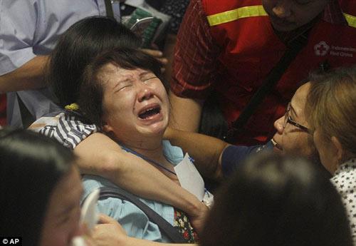 than nhan hanh khach qz8501 ngat xiu khi nhan hung tin - 12