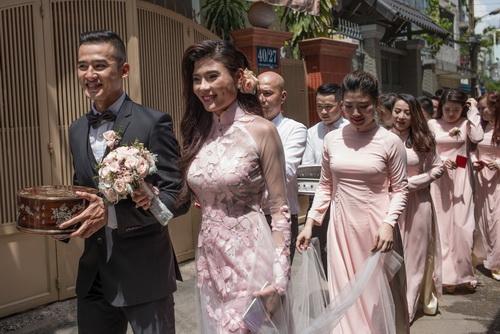 thuy diem mac ao dai cuoi goi cam ben luong the thanh - 15