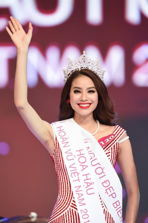 tan hh pham huong xin loi vi buong tay a hau 1 luc dang quang - 1